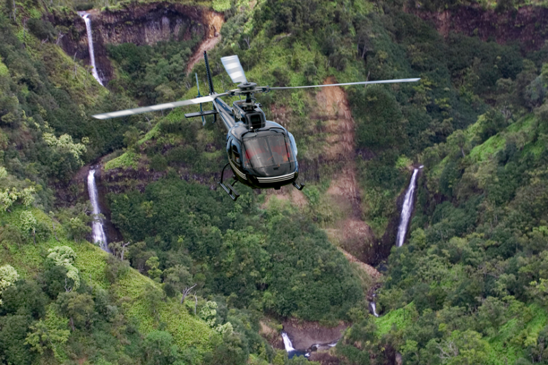 Maui Activities_/UserFiles/Image/preview/Sunshine_Helicopter_tour_over_Kauai_(2).jpg
