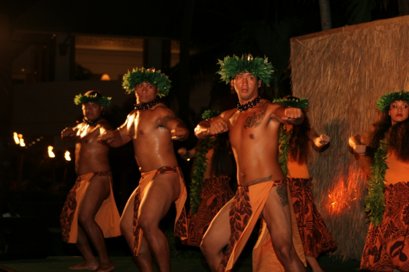 Maui Activities_/UserFiles/Image/preview/Tihati_hot_male_hula_Dancers_(1000x667).jpg