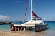 Hula Girl Snorkel Tour beach loading customers