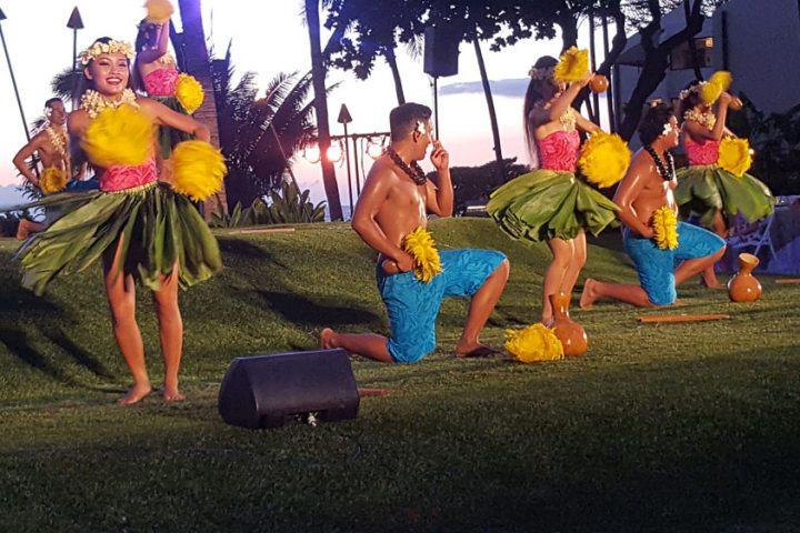 Wailea-Marriott-Luau-Hawaiian-Hula-Dancers